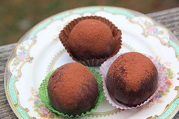 chocolate-truffle-cake-balls